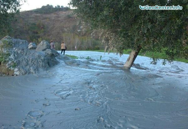 На востоке Италии образовался грязевой вулкан