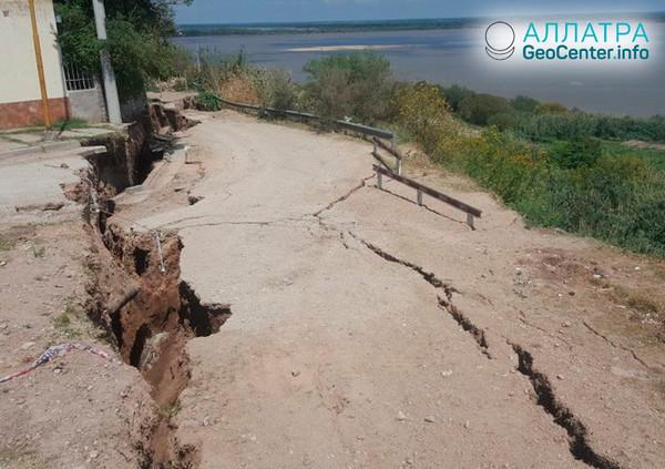 Трещина в земле на территории Аргентины, октябрь 2018