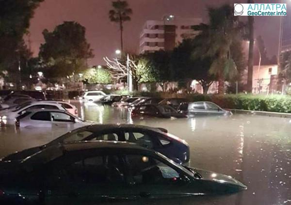 Сильный ночной ливень в городе Лимасол на Кипре, 16 февраля 2018 года