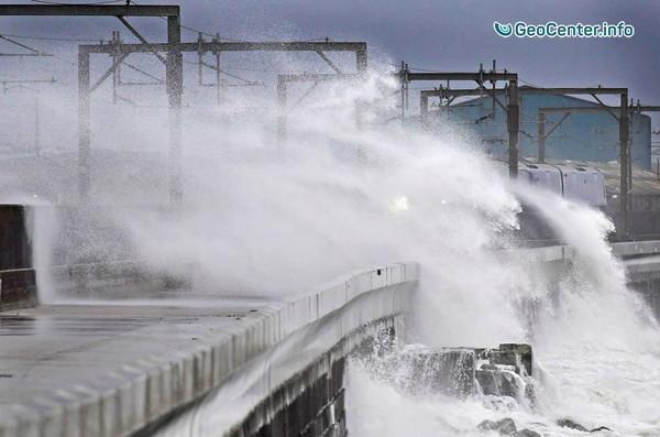 """На Шотландию обрушился шторм """"Барбара"""""""