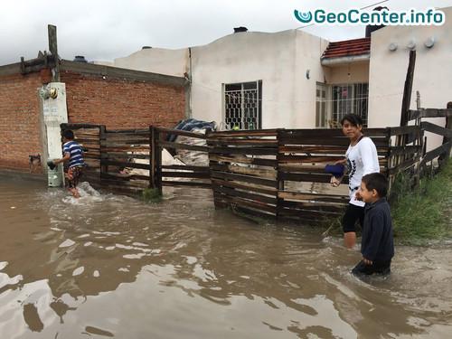 Ливень затопил 80% территории мексиканского города  Виктория-де-Дуранго.