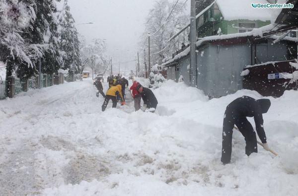 На южные регионы России обрушились снегопады