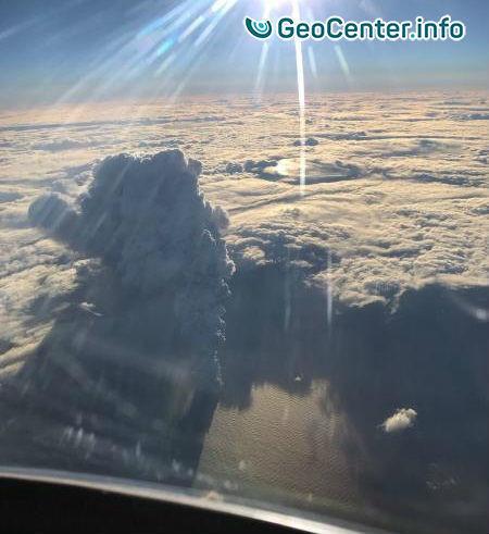 Вулкан Богослов на Аляске выбросил столб пепла на высоту 12 км