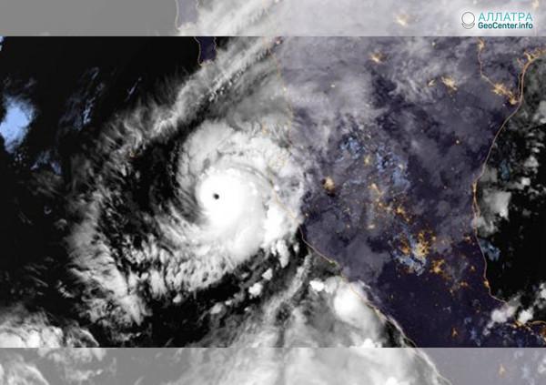 """Ураган """"Уилла"""" в Тихом океане, октябрь, 2018 года"""