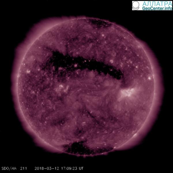Протяжённая корональная дыра на Солнце, 12 марта 2018 года