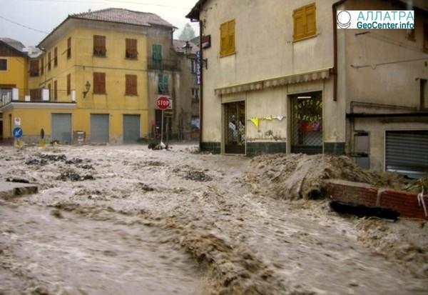 Проливные дожди привели к оползням на севере Италии, март 2018 года