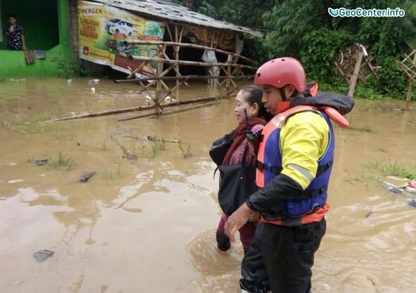 Ураган, наводнение и оползни в Индонезии, февраль 2018 г.