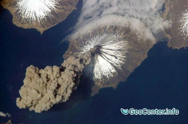 На вулкане Шивелуч произошел мощный пепловый выброс