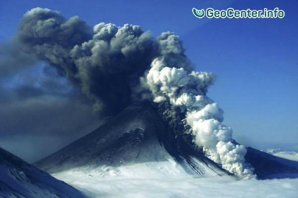 Вулкан Богослов на Аляске выбросил столб пепла на высоту более 10 км, 28 мая 2017
