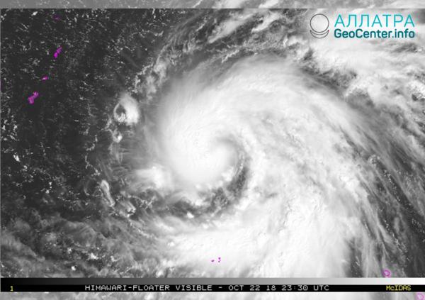 В Тихом океане тропический шторм Юту менее чем за сутки усилился до тайфуна