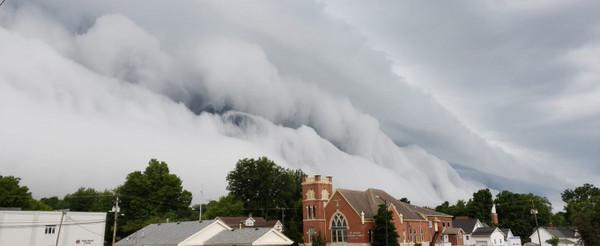 Необычные облака над штатом Иллинойс (США), август 2018