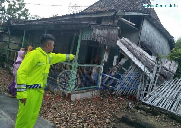 Наводнение, водяной смерч и торнадо в Индонезии, 19-20 ноября