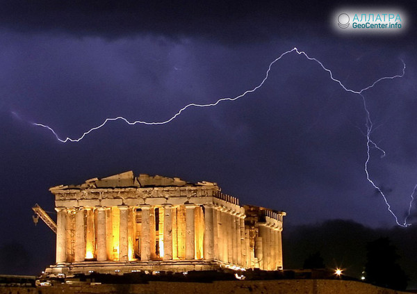 Электрические разряды в небе над Грецией, июнь, 2018