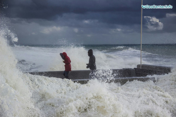 На черноморском побережье разбушевался шторм