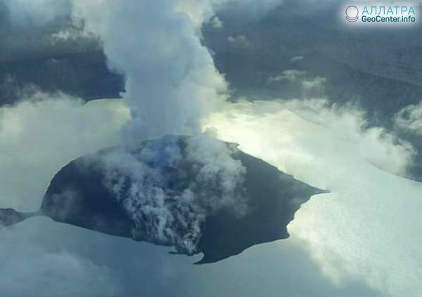 Извержения вулкана на острове Амбае в Вануату,  апрель 2018 г.