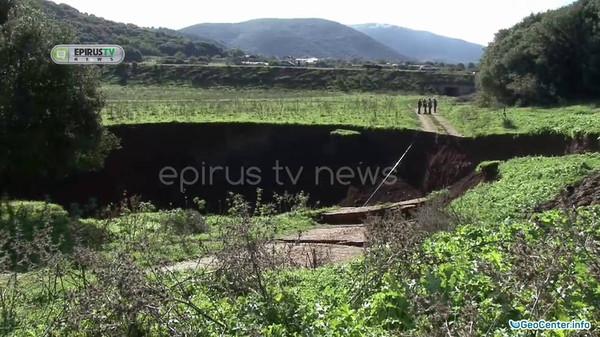 Огромный провал грунта произошел на северо-западе Греции