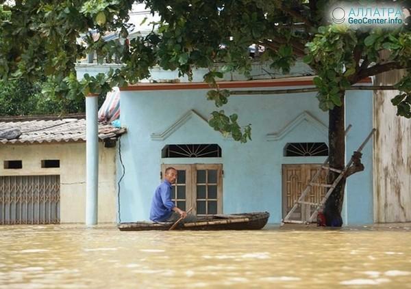 """Последствия тропического шторма """"Шонтинь"""" во Вьетнаме, июль 2018 г."""