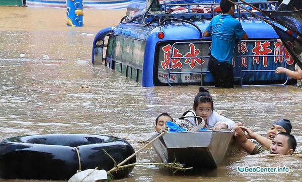 Проливные дожди в китайской провинции Хунань, август 2017 года