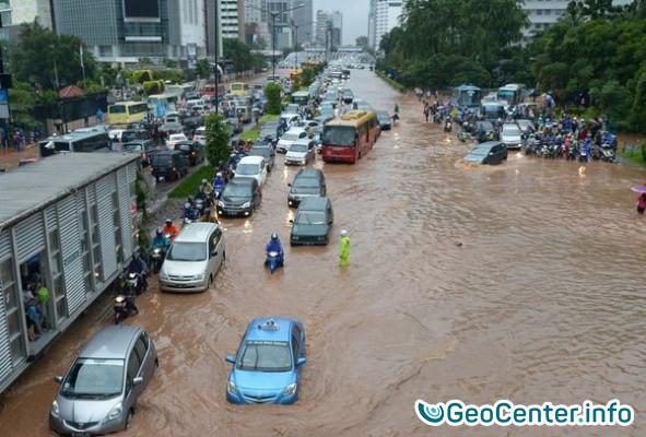 Проливные дожди и наводнение на острове Ява