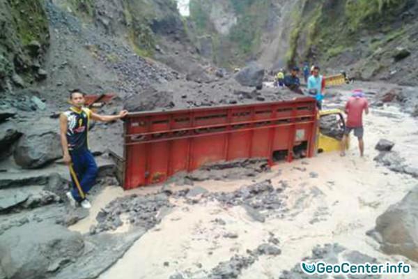 Селевой поток сошел с вулкана Мерапи в Индонезии