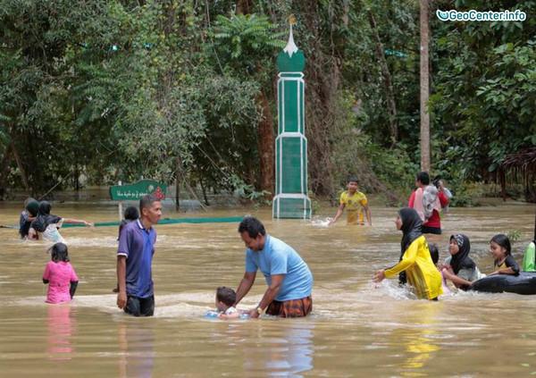 Паттайя, Пхукет, Самет и Чанг пострадали от наводнений, Таиланд, август 2017 года
