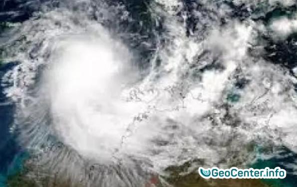 """Циклон """"Хильда"""" идет по Австралии."""
