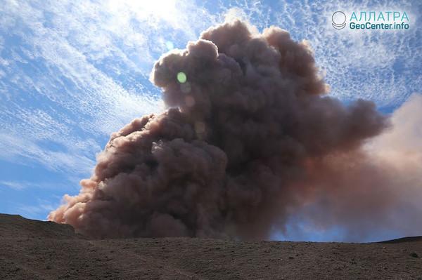 Новые трещины на гавайском вулкане Килауэа, май 2018 г.
