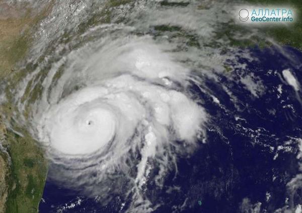 """Тропический циклон """"Кирк"""" обрушился на Барбадос, сентябрь 2018 г."""