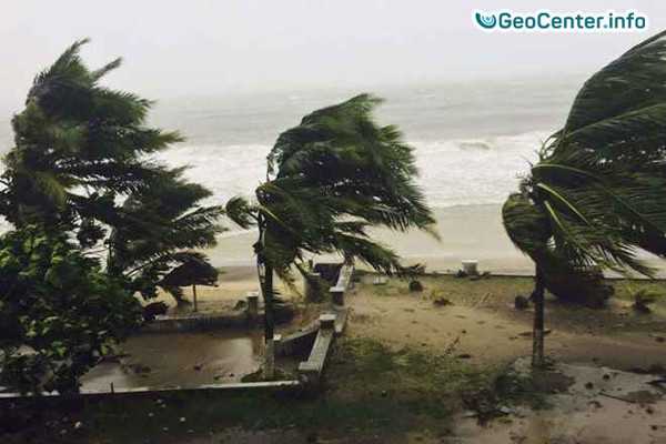 Тропический циклон Кук достиг Новой Каледонии, апрель 2017 года