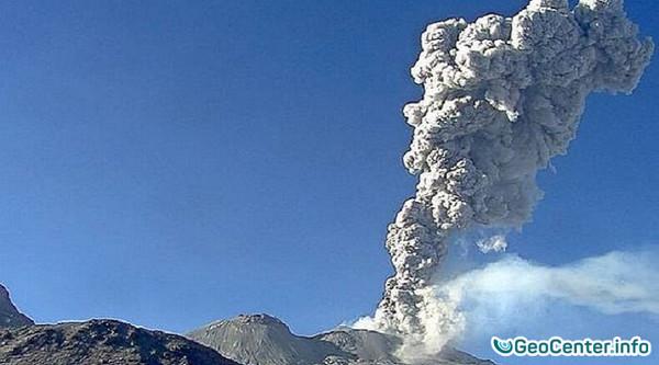 Вулкан Сабанкая в Перу взорвался 36 раз за день в марте 2017 года