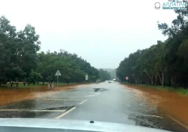"""Тропический циклон """"Хола"""" пронёсся над Новой Каледонией, март 2018 г."""