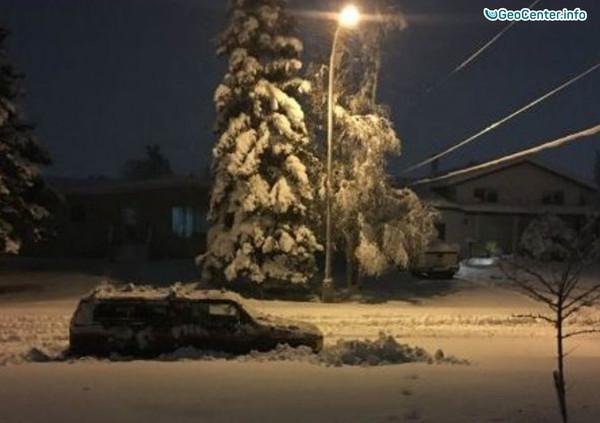 Сильный снегопад оставил дома без электричества в Северной Колумбии, Канада, октябрь 2017