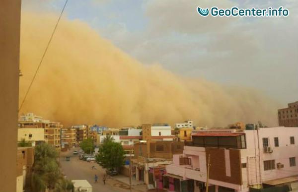 Песчаная буря в столице Судана, июнь 2017