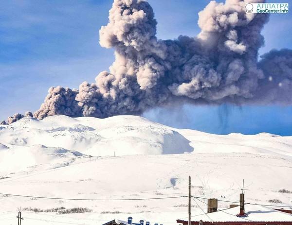 Проснулся вулкан Эбеко, Россия, март 2018 г.