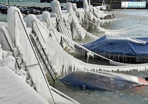 В городах Швейцарии покрылись льдом водоемы, февраль 2018 года