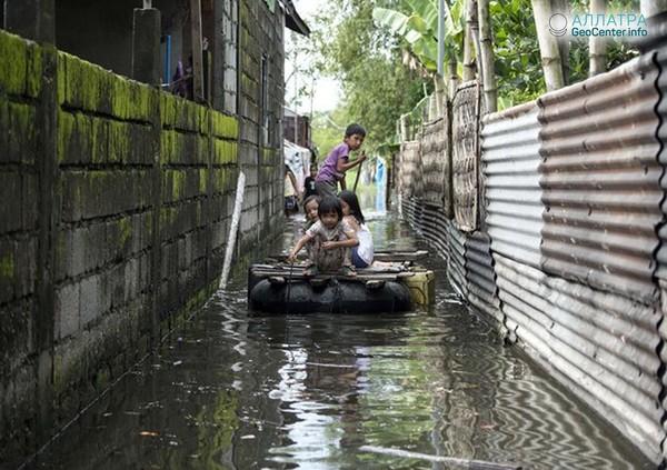 """Разгул разрушительного тайфуна """"Мангхут"""" в Китае, сентябрь 2018 г."""