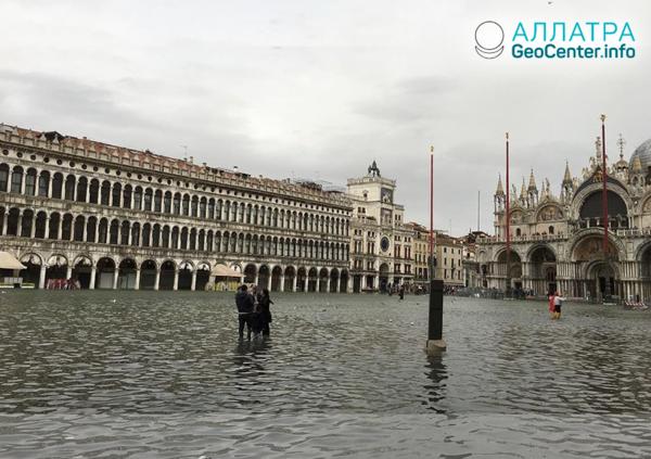 Непогода в Италии: грозы со шквалистым ветром, оползень и наводнение