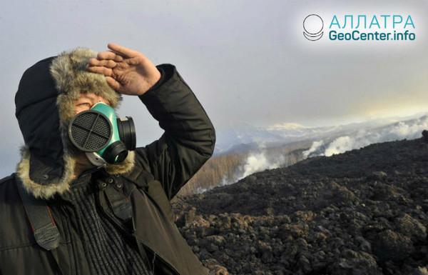Продолжается активность Камчатского вулкана Карымский, май 2018 г.