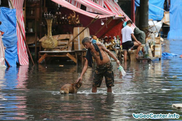 На Филиппинах бушует тайфун Нок-Тен