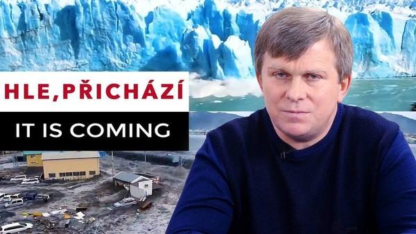 Hle, přichází. It is coming. (Český dabing)
