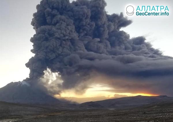 Erupcia sopky Ubinas v Peru, júl 2019
