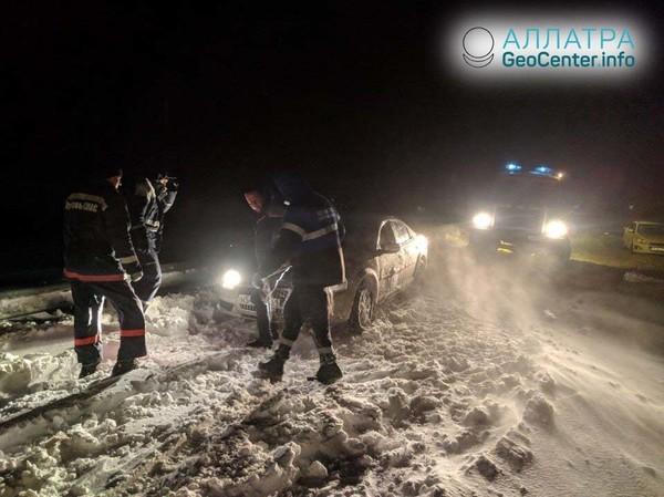 Южные регионы России замело снегом