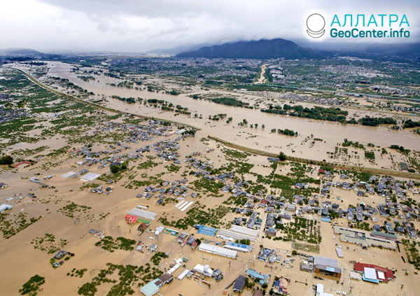 Катаклизмы в Японии: тайфун, смерч, землетрясение. Октябрь 2019