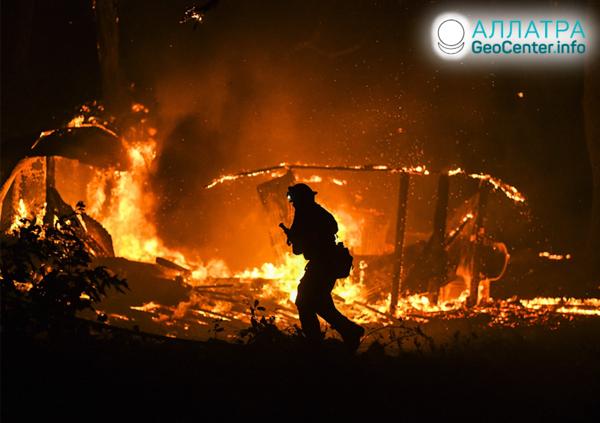 Lesní požáry v Kalifornii, USA, říjen 2019