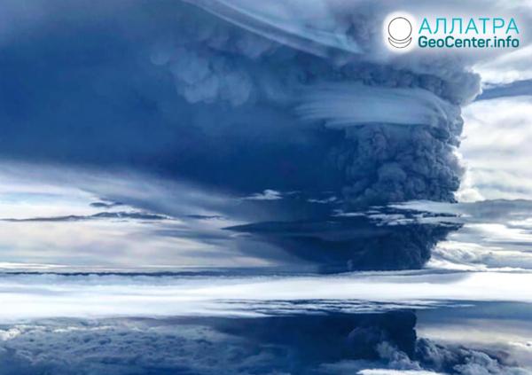 Silná erupcia sopky Ulawun, jún 2019