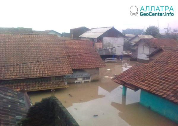 Наводнение в Индонезии, май 2020