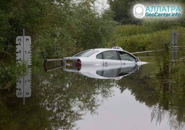 Наводнения и оползни, середина августа 2020
