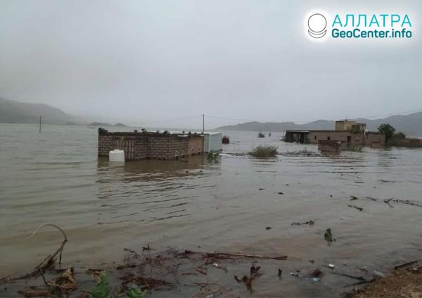 Наводнения и оползни, начало августа 2020