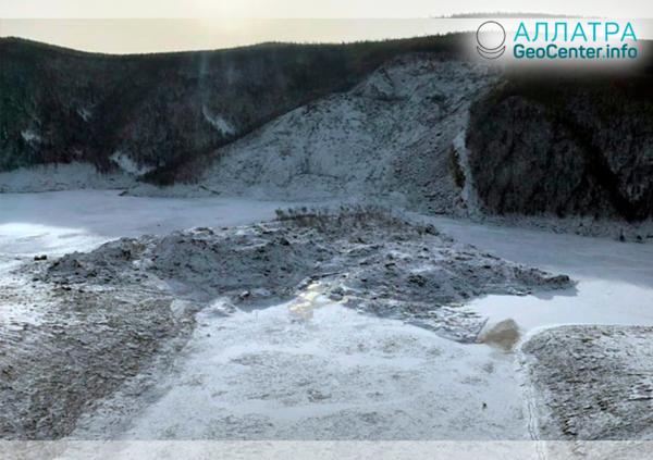 Последствия обрушения сопки на реке Бурея (Россия), январь 2019