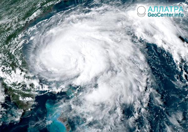 """Búrka """"Humberto"""" na Bahamách, september 2019"""